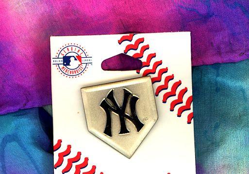 MLB New York YANKEES Logo Emblem Home Plate Pin on Pin